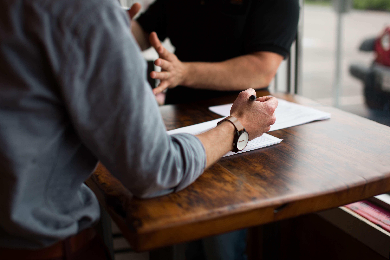 """""""Si descriva in tre parole"""", """"Pigro"""": se in un colloquio l'onestà è la dote migliore da mostrare al recruiter"""