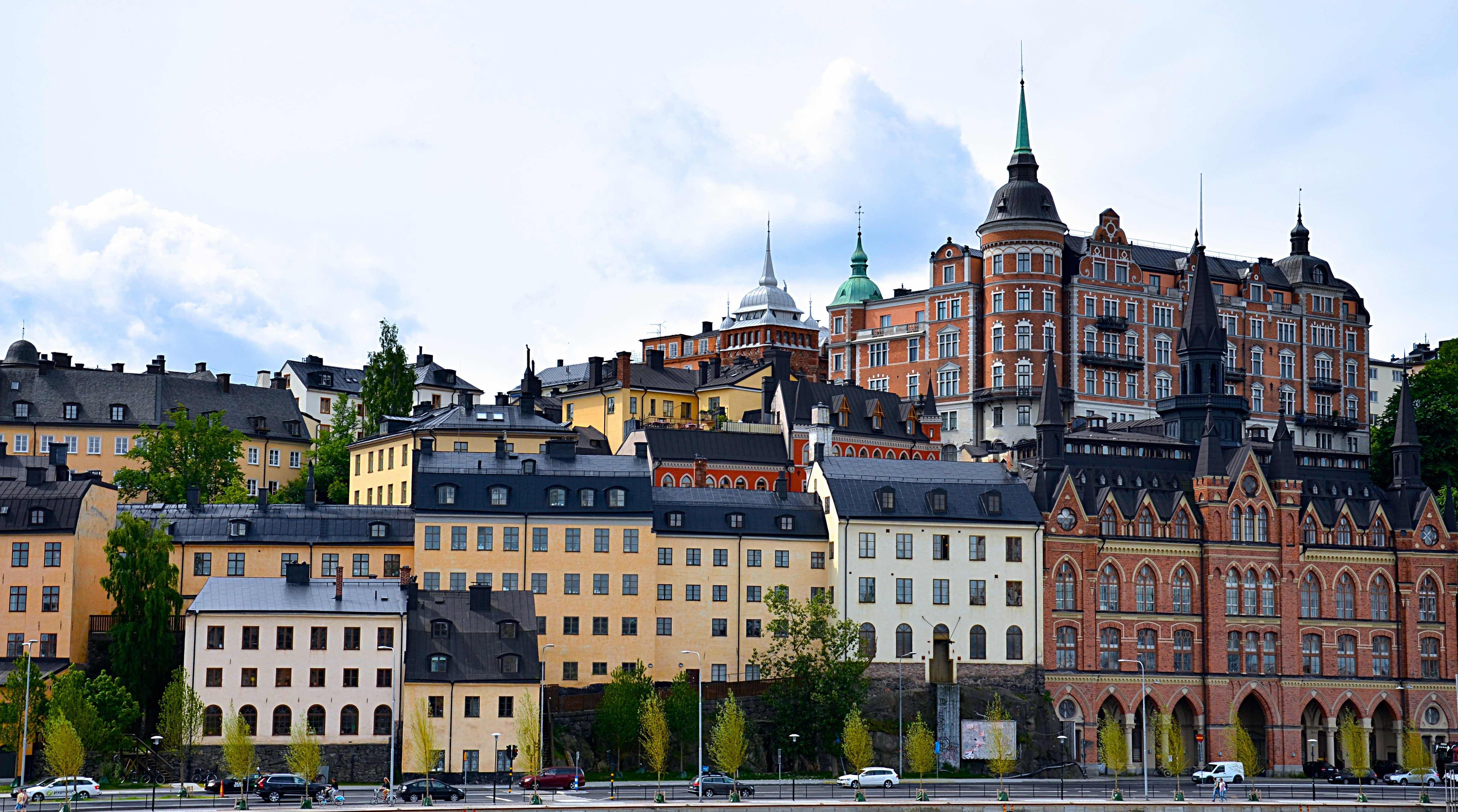 """<p style=""""text-align: left;"""">Human Capital grundades 2006 och är en stark aktör i rekryteringsbranschen med tydlig en tydlig nisch på interims- och rekryteringslösningar inom redovisning, controlling samt bank & försäkring. Vi har fokus på Stockholmsmarknaden och består idag av 10 personer med bakgrund inom ekonomi och som personalvetare.</p>"""