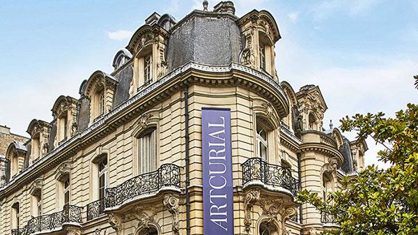 Fondée en 2002 alors que le marché français s'ouvre à la concurrence, Artcurial s'impose rapidement comme le leader français des enchères. Elle n'a cessé depuis d'innover avec dynamisme, lançant de nouvelles spécialités comme le Design, ou le Street Art qui connaissent un succès international