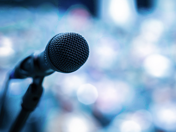 5 public speaking tricks that'll help you talk your way to a new job