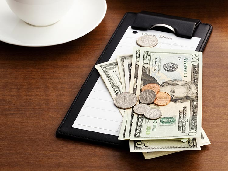 New study shows when waiters earn the best tips